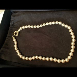 Jewelry - pearl necklace with gold clasp